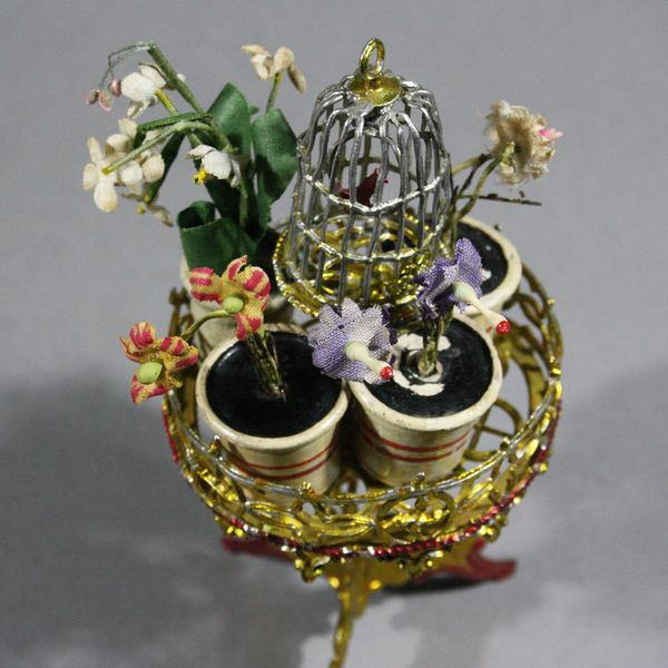 alter miniatuur blumenständer mit vogelbauer  , Antique dollhouse soft metal accessories