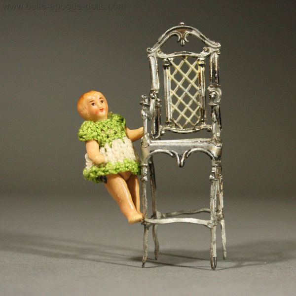 Very Decorative Child High Chair in Painted Soft Metal and its Baby - Antique Dolls House Accessories / Very Decorative Child High Chair