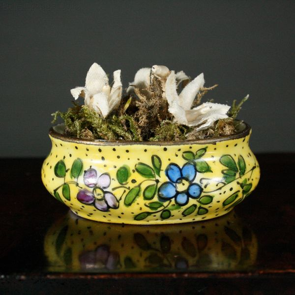 Antique dolls house accessory table flowerbox , Puppenstuben zubehor
