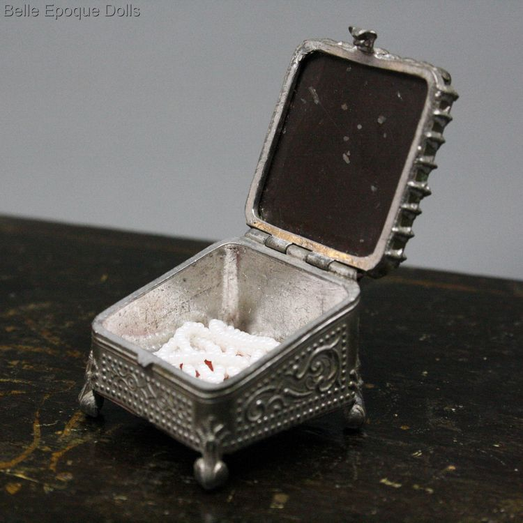 Puppen  zubehor , Antique Dollhouse miniature jewel box  , Puppen  zubehor