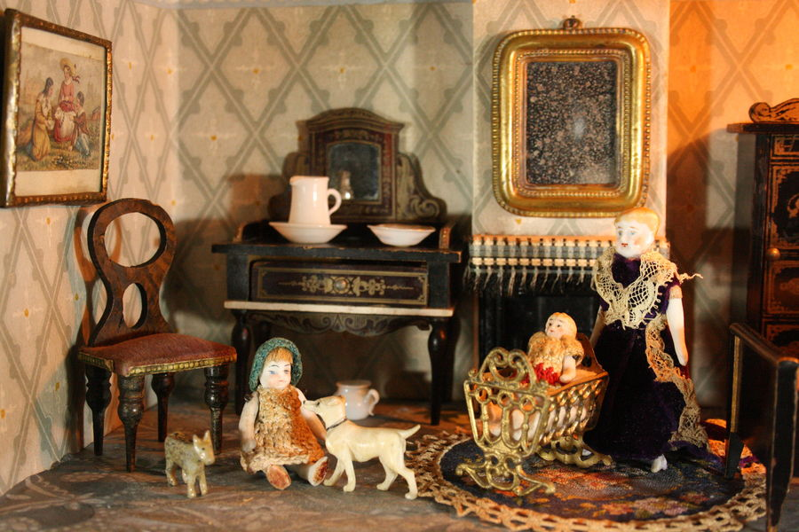 Antique Dolls Houses & Rooms / Antique Silber & Fleming ...
