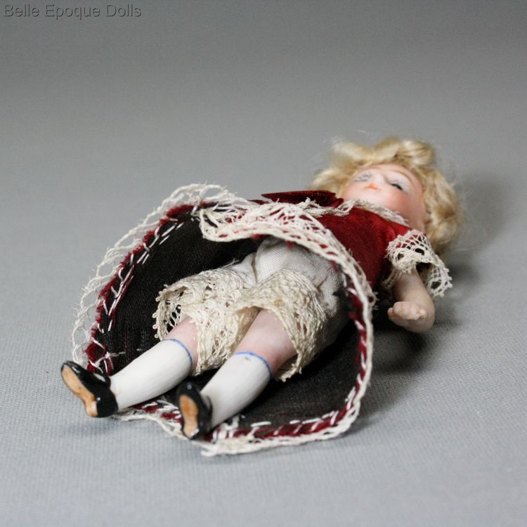 Antique dolls house all-bisque doll , Puppenstuben ganzbiskuit puppen , Antique Dollhouse miniature doll