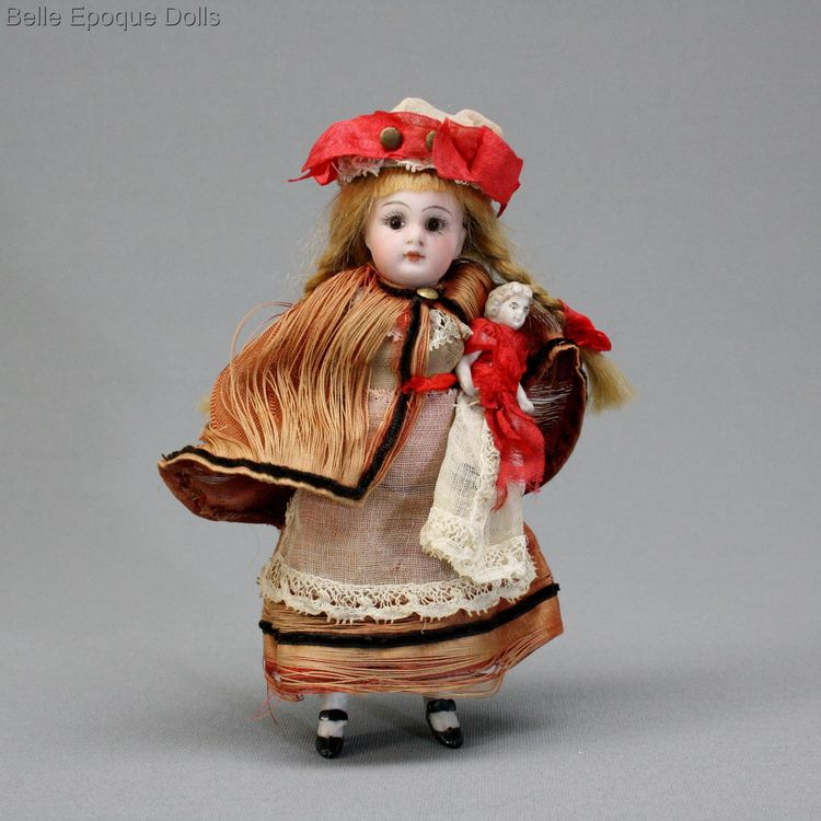 French antique tiny nanny , Antique Dollhouse governess nursemaid , Puppenstuben ganzbiskuit puppen