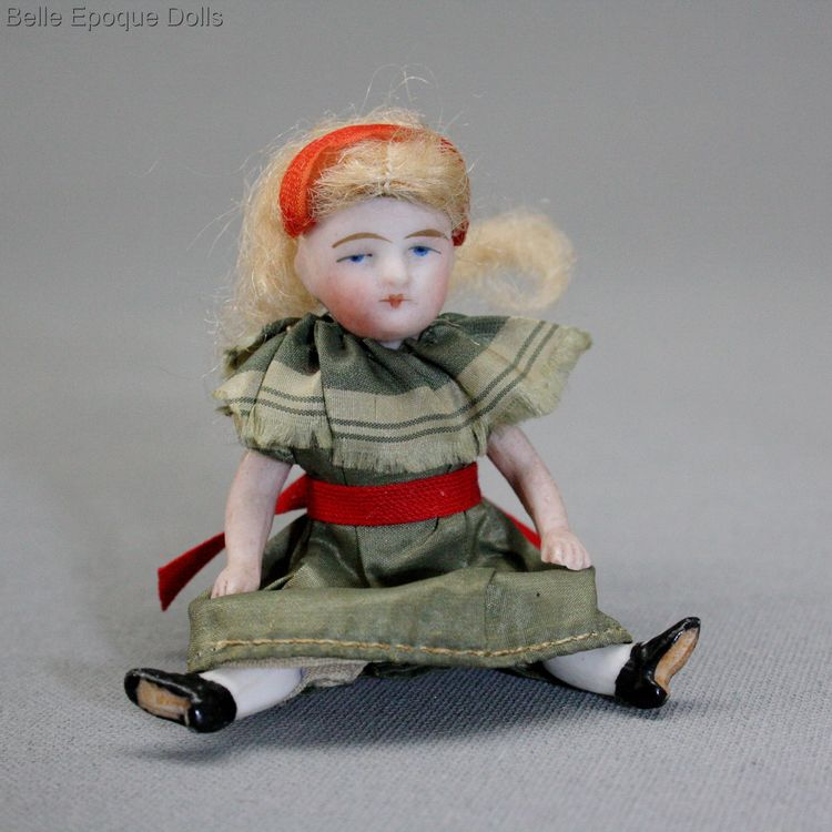 Antique dolls house doll , Puppenstuben puppen mignonnette ganzbiskuit