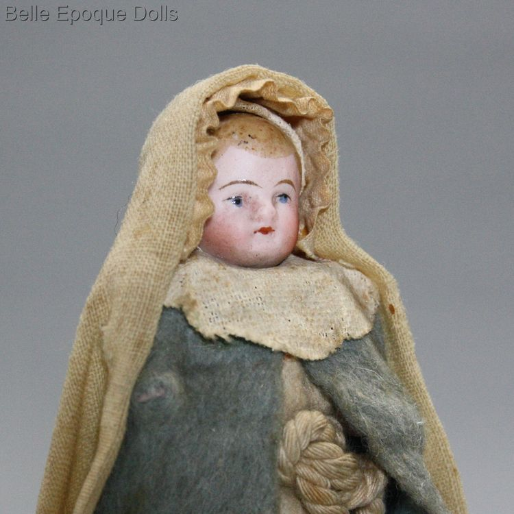 Antique Dollhouse miniature nun , Puppenstuben zubehor