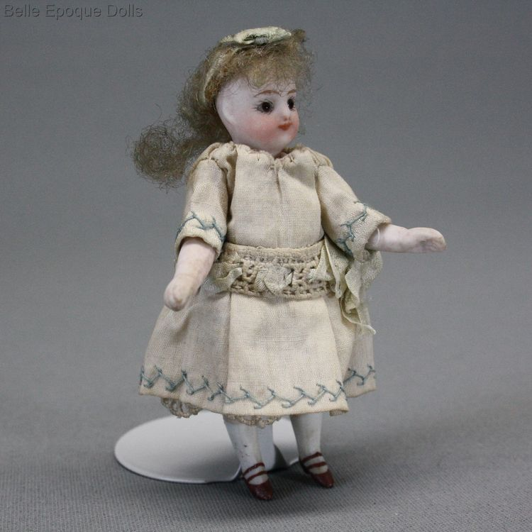 all bisque tiny French doll , French mignonette francois gaultier ,  Puppenstuben ganzbiskuit puppe mignonette