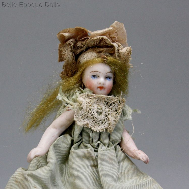 Antique dolls house French mignonette ,  Puppenstuben ganzbiskuit puppe mignonette