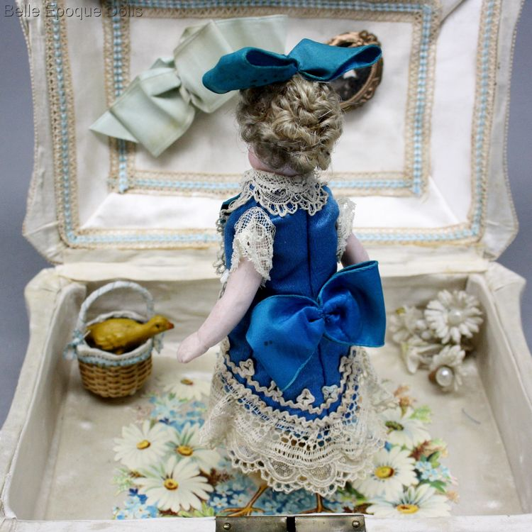Antique Dollhouse miniature French mignonette , Puppenstuben puppen